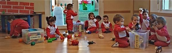 Guardando juguetes