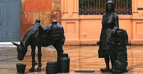 Oviedo_aldeana_sculpture