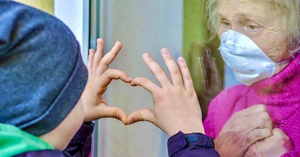 adultos-mayores-reducir-riesgo-COVID-19-viven-nietos